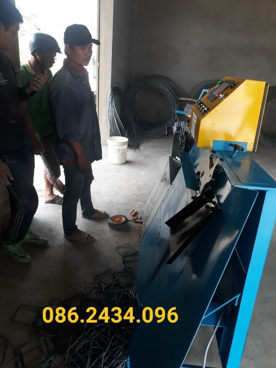 Bàn giao xong máy bẻ đai sắt cho khách hàng tại Gia Lai